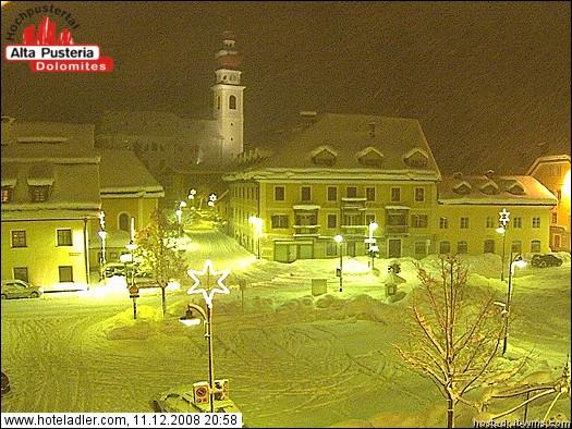 strade completamente bianche e paesi sommersi dalla neve in Alta Pusteria