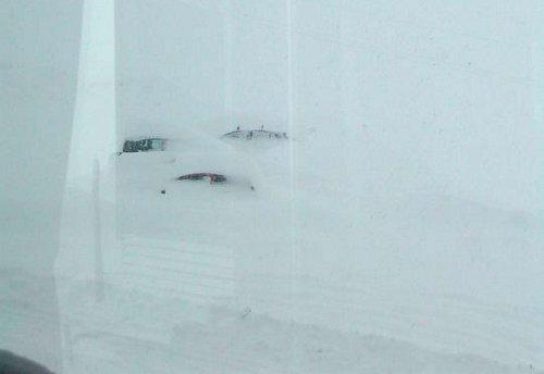 Auto sommerse dalla neve sullo Stelvio