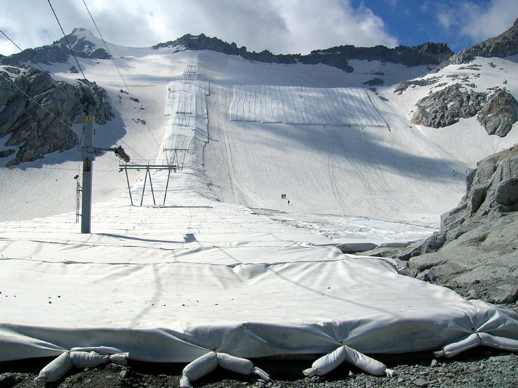 100mila mq di teli geotessili per salvare il Ghiacciaio Presena