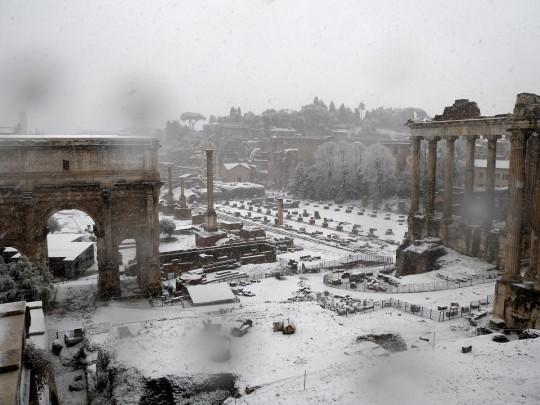 fori imperiali sotto la neve