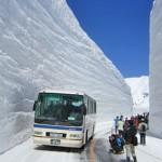 Muri di Neve alti 10 metri, i Bus che attraversano la Tateyama Route