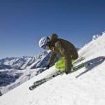 La neve fresca porta gli sciatori in pista e la stagione invernale decolla!