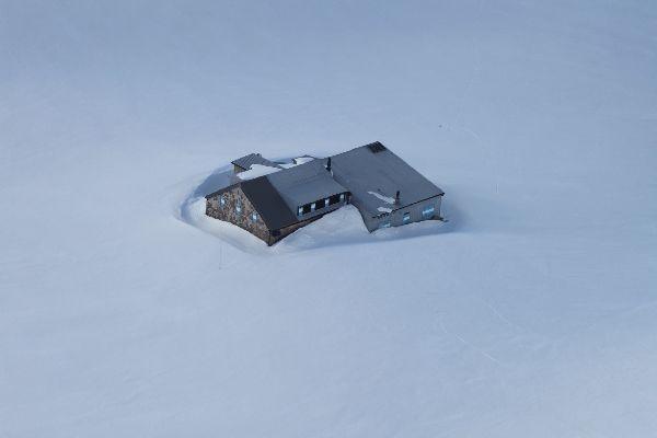 Rifugio Boe' sommerso dalla neve a Giugno 2013
