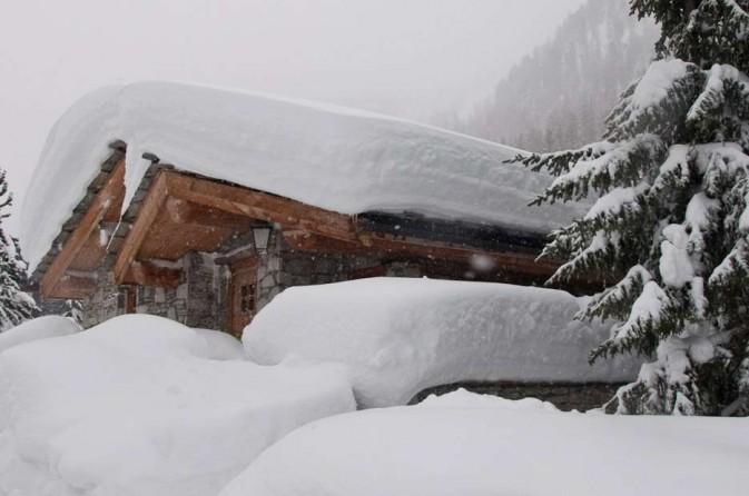 grande neve in arrivo chalet innevato