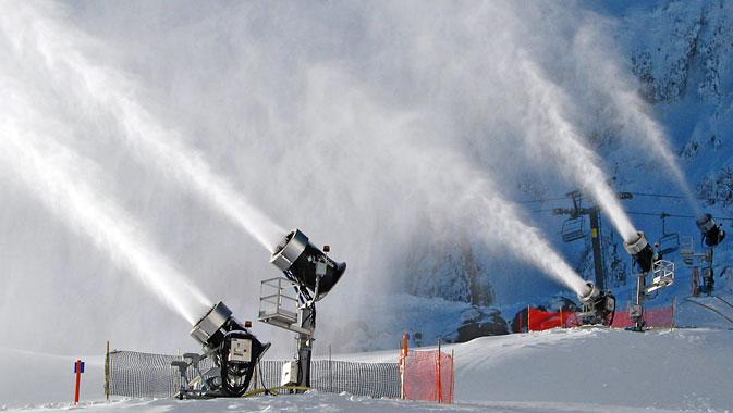 Torna il gelo sulle Alpi, impianti di innevamento artificiale pronti all'azione