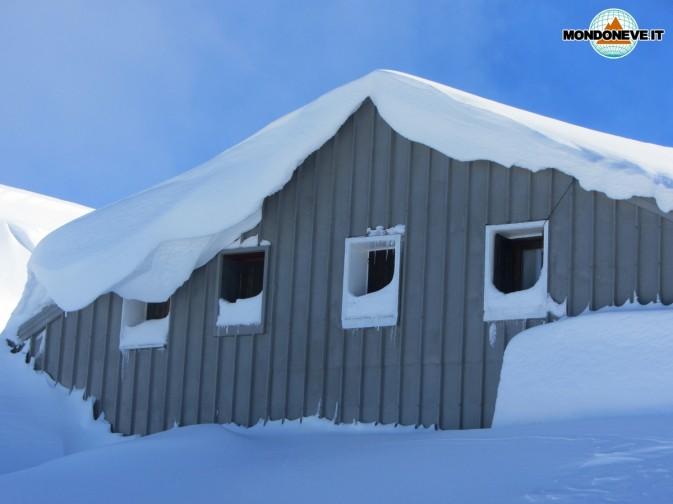 rifugio verena sepolto dalla neve