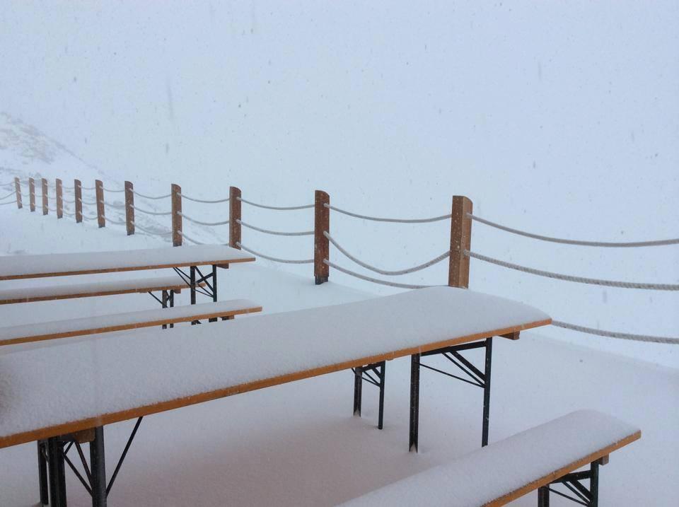 Incredibile Nevicata Estiva sulle Alpi, neve fino a 1800 metri di quota
