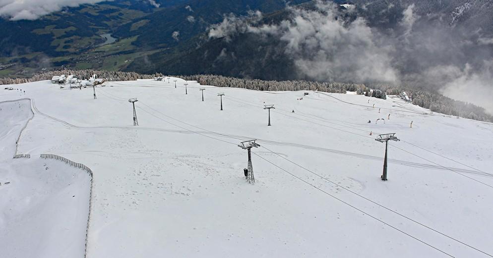 Neve su Alpi e Appennini, ora si guarda all'apertura impianti