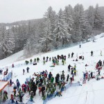 Gara di Sci sotto la neve a Bardonecchia