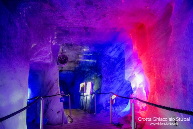 Grotta scavata nel cuore del Ghiacciaio dello Stubai
