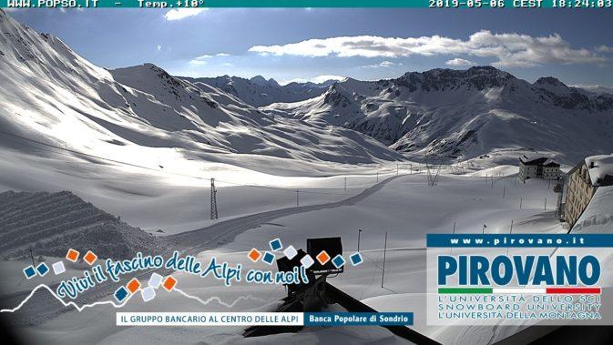 Primi segni dello sgombero neve a Passo Stelvio